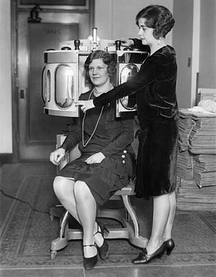 Dermatology Photograph - A Skin Peeling Treatment by Underwood Archives