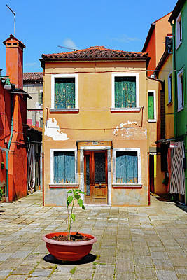 Photograph - A Small Courtyard On The Island Of Burano, Italy by Richard Rosenshein
