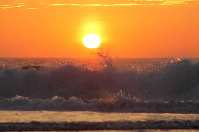 Photograph - A Splash At Sunrise by Robert Banach