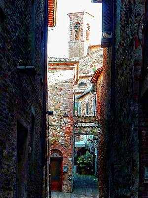 Photograph - A Surprise View Citta Della Pieve Umbria by Dorothy Berry-Lound