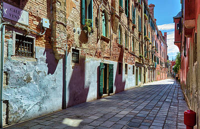 Photograph - A Venetian Street by Eduardo Jose Accorinti