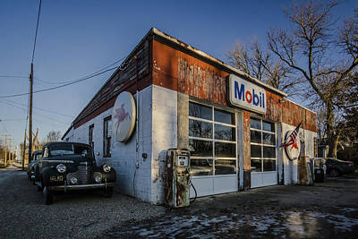 A Vintage Gas Station And Vintage Cars In Early Morning Light Art Print