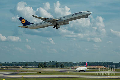 Photograph - A Way Home Lufthansa Airlines Airbus 340-300 Atlanta Airport Art by Reid Callaway