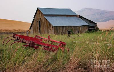 Photograph - Abandoned Barn by John Greco