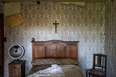 Abandoned Houses Photograph - Abandoned Bed Room - Urban Exploration by Dirk Ercken
