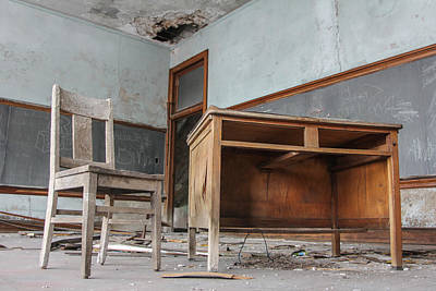 Detroit Abandoned Buildings Photograph - Abandoned Desk  by John McGraw