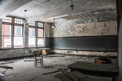 Detroit Abandoned Buildings Photograph - Abandoned Detroit Classroom by John McGraw