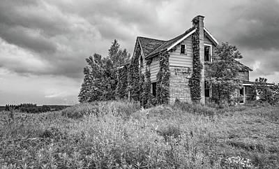 Old Abandoned Farmhouse Photograph - Abandoned Dreams 3 Bw by Steve Harrington