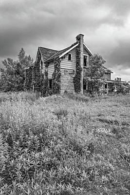 Old Abandoned Farmhouse Photograph - Abandoned Dreams Bw by Steve Harrington