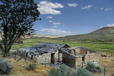 Photograph - Abandoned Farm House by Jeff Brunton