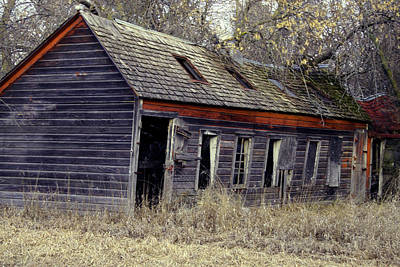 Photograph - Abandoned Farm House Off Dirt Road In Iowa by Amelia Painter