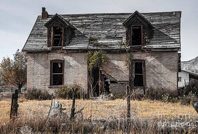 Abandoned House Photograph - Abandoned House In Central Utah by Gary Whitton