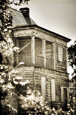 Photograph - Abandoned Plantation House #4 by Andrew Crispi