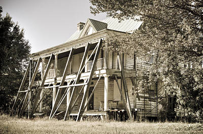 Photograph - Abandoned Plantation House #3 by Andrew Crispi