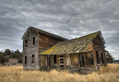 Photograph - Abandoned Ranch House by Loree Johnson