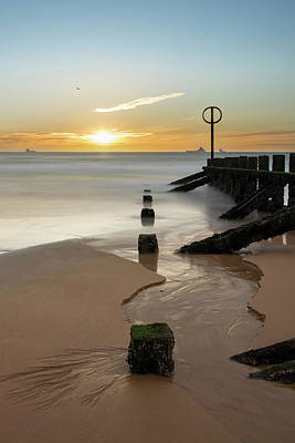 Photograph - Aberdeen Beach Reflections by Veli Bariskan