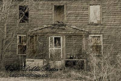 Photograph - Aesva 5 Yard Sale House by Captain Debbie Ritter