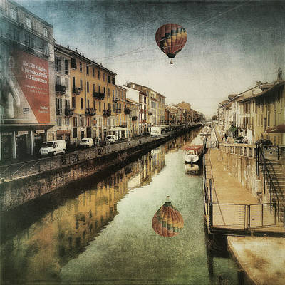 Photograph - Air Ballon Over The Canal by Roberto Pagani