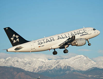 Airlines Photograph - Airbus A319 Lufthansa With Star Alliance Livery by Roberto Chiartano