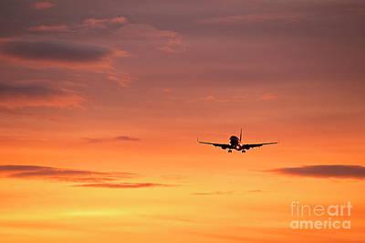Airlpane In Flight Art Print by John Greim