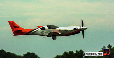 Photograph - Airventure Race 32 by Jeff Kurtz