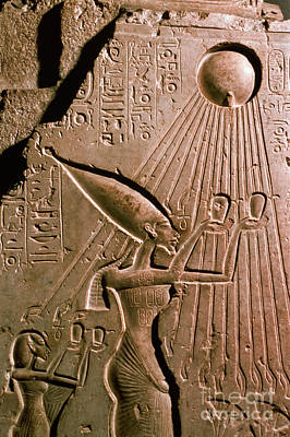 Photograph - Akhenaton With Sun God by Science Source