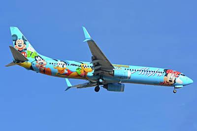 Photograph - Alaska 737-990 N318as Spirit Of Disneyland Phoenix Sky Harbor November 27 2017 by Brian Lockett