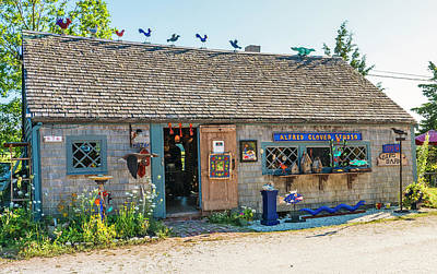 Photograph - Alfie Glover's Bird Barn by Frank Winters