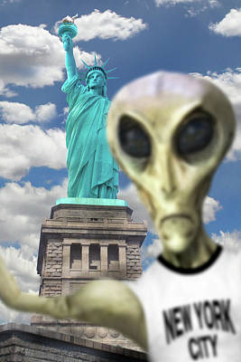 Statue Of Liberty Digital Art - Alien Vacation - New York City 2 by Mike McGlothlen