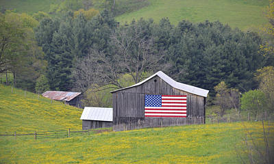 Photograph - All American Barn by rd Erickson