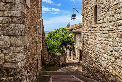 Photograph - Alley In Assisi by Carolyn Derstine