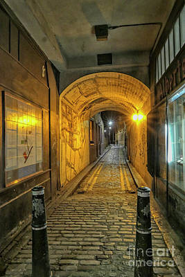 Photograph - Alley In London by Patricia Hofmeester