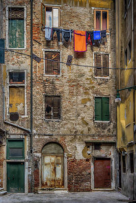 Photograph - Alley In Venice_dsc1321_02282017 by Greg Kluempers