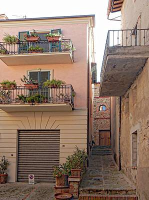 Photograph - Alley Way Paciano by Dorothy Berry-Lound