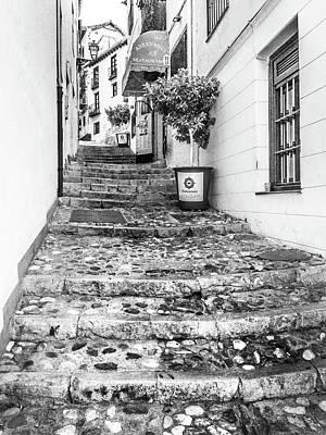 Photograph - Alleyway, Granada, Spain by Gary Gillette