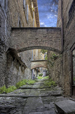 Photograph - Alleyway In Cortona Tuscany by Al Hurley