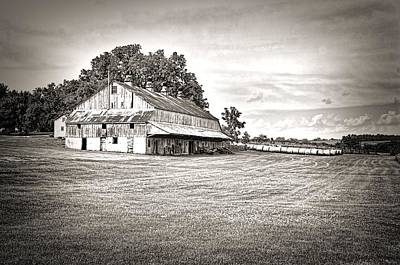 Iowa Farm Photograph - Amana Colonies Farm House by Scott Hansen