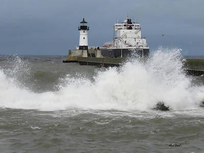 Duluth Photograph - American Mariner Lighthouse by Alison Gimpel