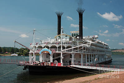 Photograph - American Queen by Janet Pugh
