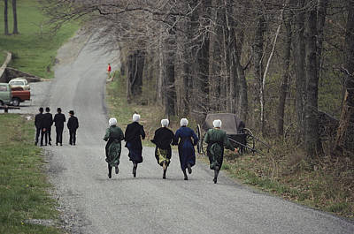 Amish People Visiting Middle Creek Print by Ira Block
