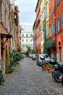Photograph - An Alleyway In The Trastevere Neighborhood Of Rome Italy by Richard Rosenshein