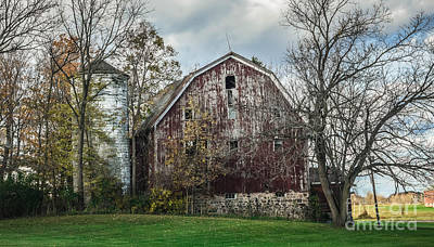 Photograph - An Old Barn by Grace Grogan