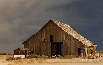 An Old Barn In Rural California Art Print by Mark Hendrickson