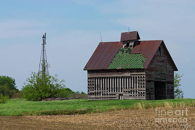 Photograph - An Old Illinois Barn by Jennifer White