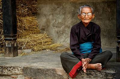 An Old Woman In Bhaktapur Art Print