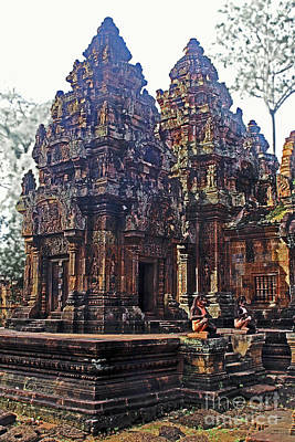 Angkor - Banteay Srei -sandstone Print by Linda Parker
