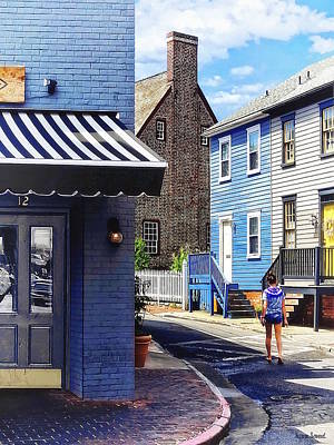 Photograph - Annapolis Md - Strolling Along Pinkney Street by Susan Savad