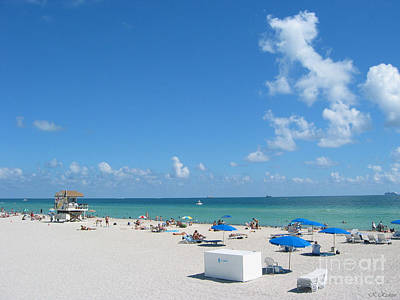 another fine day in South Beach Art Print by Keiko Richter