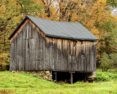 Photograph - Antique Barn by Phil Spitze