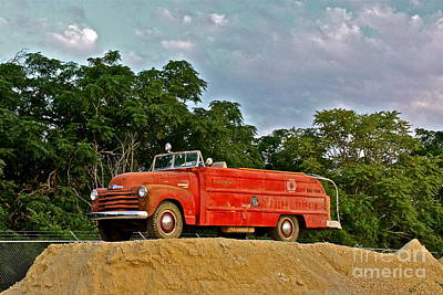 Antique Fire Truck - 8205 Art Print by Joe Finney